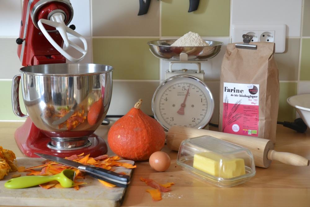 préparation de la pâte sucrée pour la tarte au potimarron et fleur d'oranger
