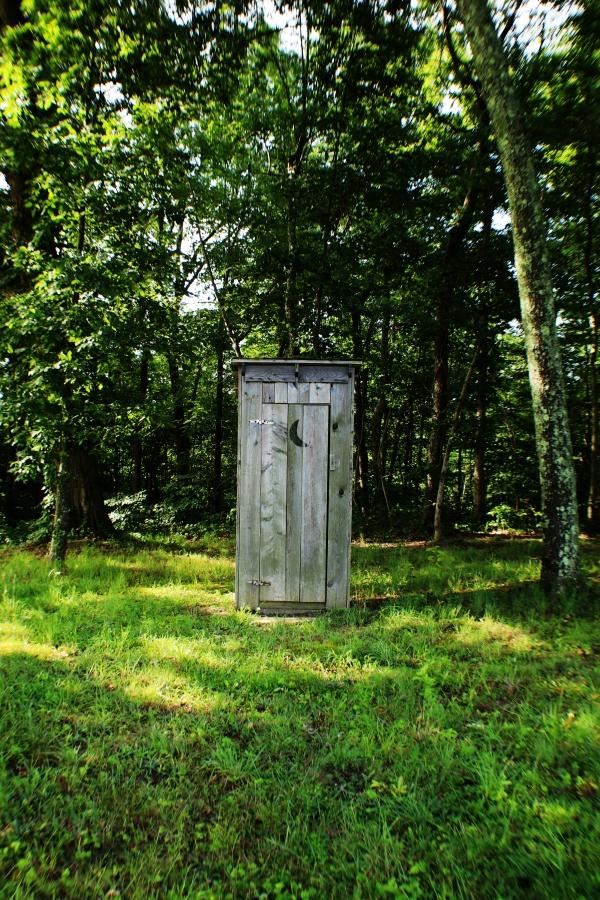 Faut-il installer des toilettes sèches dans son jardin bio ?